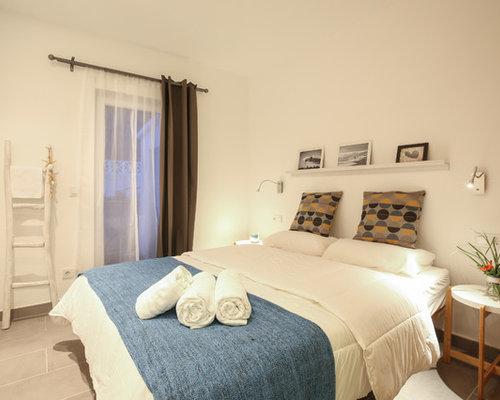 mediterrane schlafzimmer mit porzellan bodenfliesen design. Black Bedroom Furniture Sets. Home Design Ideas