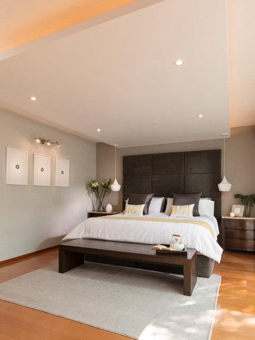Beige bedroom ideas photos with laminate floors for Imagenes de recamaras modernas