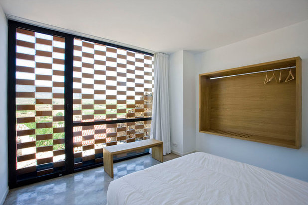 Contemporary Bedroom by BLURARQUITECTURA