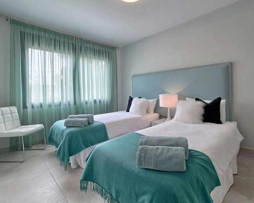 skandinavische schlafzimmer mit porzellan bodenfliesen. Black Bedroom Furniture Sets. Home Design Ideas