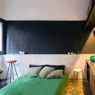 Imagen de dormitorio principal, exótico, de tamaño medio, con paredes negras, suelo de baldosas de cerámica y suelo multicolor