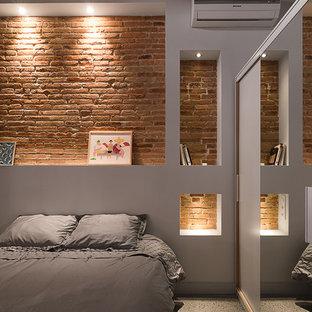 Inspiration för ett industriellt gästrum, med vita väggar och betonggolv