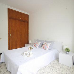 Foto de dormitorio principal, escandinavo, grande, con paredes blancas y suelo multicolor