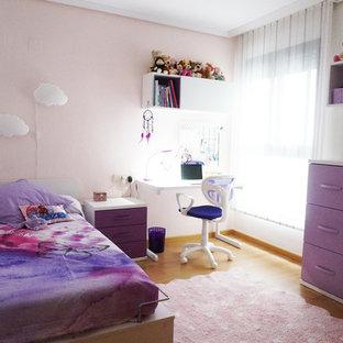 バレンシアの中サイズのコンテンポラリースタイルのおしゃれな寝室のレイアウト