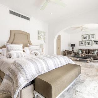 Foto de dormitorio tradicional renovado, grande, con paredes blancas y suelo gris