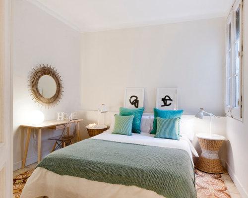 Camera da letto con pavimento con piastrelle in ceramica spagna