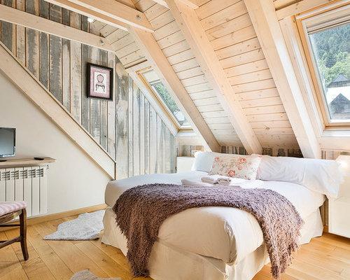Foto De Dormitorio Principal, Romántico, De Tamaño Medio, Sin Chimenea, Con  Suelo