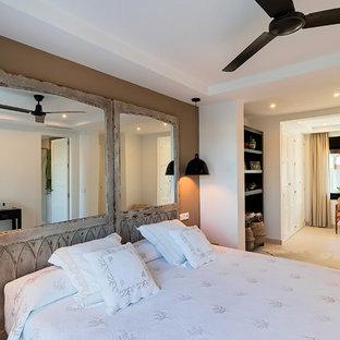 Ejemplo de dormitorio principal tradicional renovado