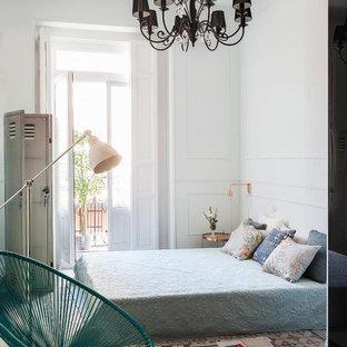 Imagen de dormitorio principal, actual, de tamaño medio, con paredes grises, suelo de baldosas de terracota y suelo multicolor