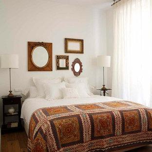 Ejemplo de dormitorio clásico, de tamaño medio, con paredes blancas, suelo de madera en tonos medios y suelo marrón
