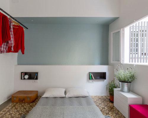 chambre clectique avec un sol en carrelage de c ramique. Black Bedroom Furniture Sets. Home Design Ideas
