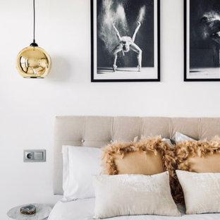Diseño de dormitorio principal, actual, de tamaño medio, con paredes blancas y suelo gris