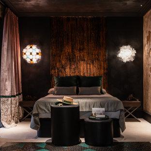 Свежая идея для дизайна: огромная хозяйская спальня в стиле фьюжн с разноцветными стенами, полом из известняка, стандартным камином и белым полом - отличное фото интерьера