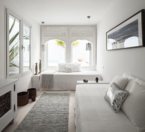 Mediterranean Bedroom by Ana Bejar Interiorismo