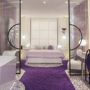 Imagen de dormitorio exótico, extra grande, con paredes púrpuras y suelo violeta