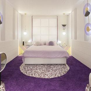 Foto de dormitorio exótico, extra grande, con paredes púrpuras y suelo violeta