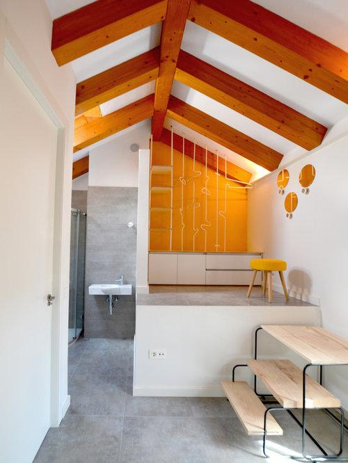 amnagement dune grande chambre adulte scandinave avec un mur jaune et un sol en - Chambre Scandinave Jaune
