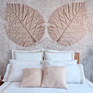 Ejemplo de habitación de invitados marinera con paredes blancas