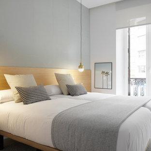 Ejemplo de dormitorio actual con paredes azules