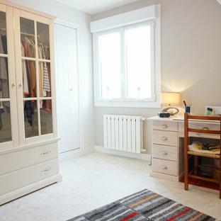 Imagen de armario y vestidor clásico, grande, con suelo de linóleo