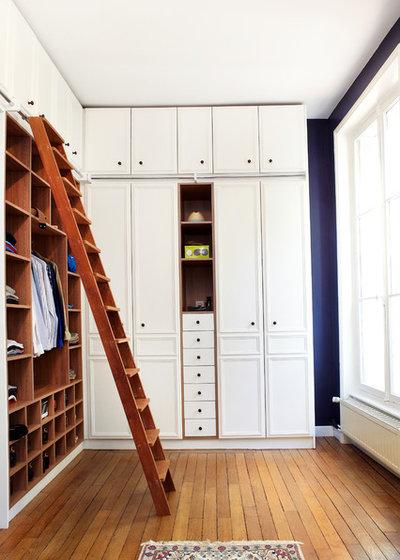 Traditional Closet by idbat