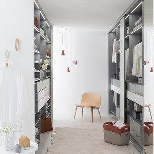 Diseño de vestidor unisex, nórdico, grande, con armarios abiertos y puertas de armario grises