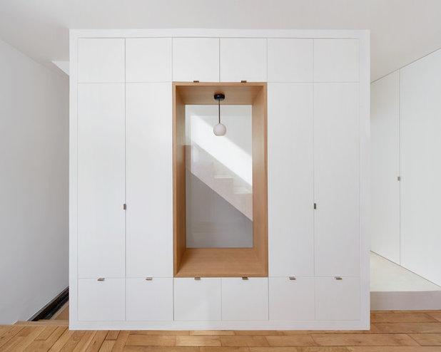 Современный Гардеробная by Anabel Messens Architecte