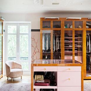 Exemple d'un armoire et dressing tendance.