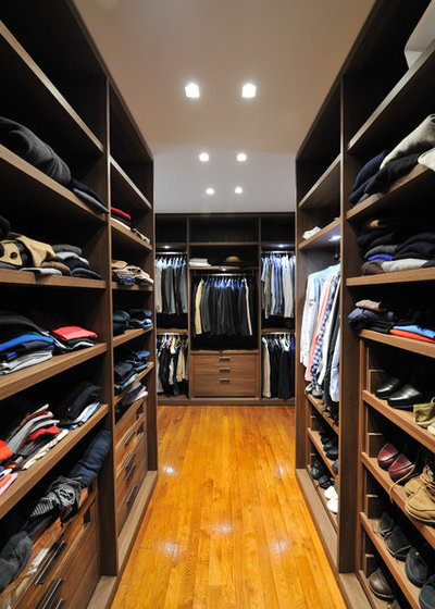 Contemporary Closet by ANTHONY DAVID TUIL ARCHITECTURE