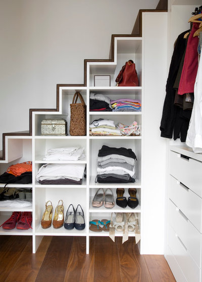 Contemporary Closet by ATELIER FB