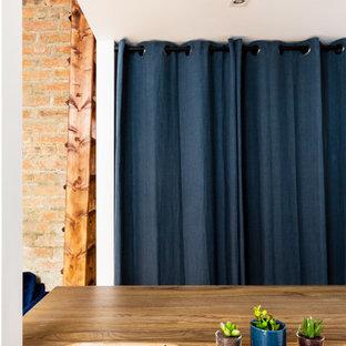 Foto de armario vestidor unisex, industrial, pequeño, con armarios abiertos, puertas de armario azules, suelo de madera en tonos medios y suelo marrón