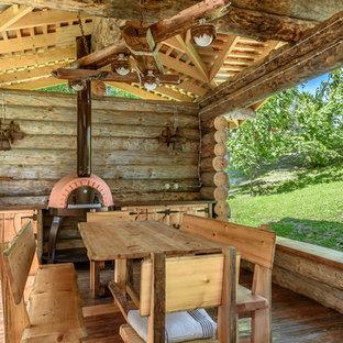 Свежая идея для дизайна: беседка во дворе частного дома на заднем дворе в стиле рустика с летней кухней - отличное фото интерьера