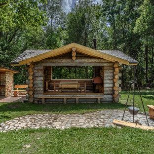 Свежая идея для дизайна: беседка во дворе частного дома на заднем дворе в стиле рустика с летней кухней и покрытием из каменной брусчатки - отличное фото интерьера