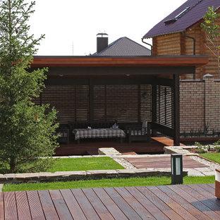 Esempio di un patio o portico scandinavo in cortile con un gazebo o capanno