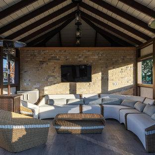 Неиссякаемый источник вдохновения для домашнего уюта: беседка во дворе частного дома среднего размера на боковом дворе в стиле современная классика
