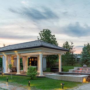 Новые идеи обустройства дома: дворик в стиле современная классика с фонтаном