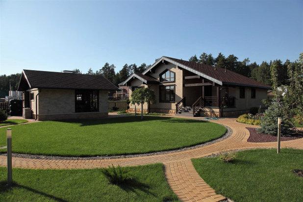Современная классика Дворик by MASTERLAND.  Landscape design & Outdoor kitchen