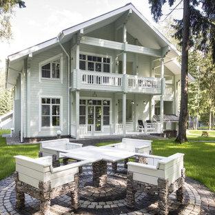 Новые идеи обустройства дома: большой дворик в классическом стиле