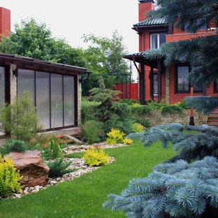 Foto di un piccolo patio o portico etnico in cortile con pavimentazioni in cemento e nessuna copertura