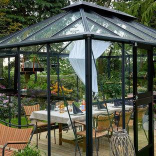 Создайте стильный интерьер: дворик на заднем дворе в современном стиле с беседкой - последний тренд