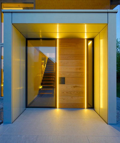 Contemporary Entry by Bau-Fritz GmbH & Co. KG