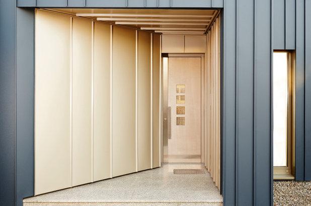 Modern Eingang by BACHMANNVANAAKEN ARCHITEKTEN