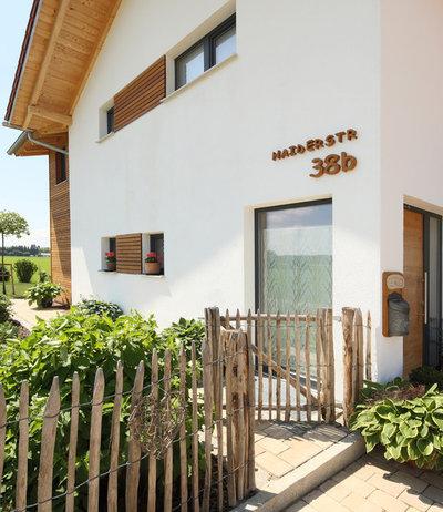 Landhausstil Eingang by Passivhaus Gruber