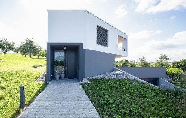 Minimalistisch Eingang by Schiller Architektur BDA