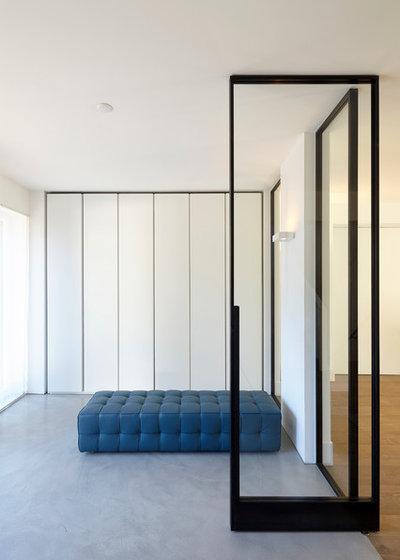 Minimalistisch Eingang by falke architekten