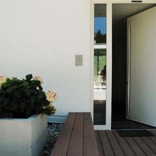 Eingangsbereich mit Sitzfläche aus WPC Dielen