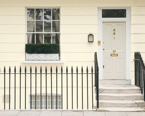 eingang mit grauer t r und haust r hauseingang eingangsbereich gestalten houzz. Black Bedroom Furniture Sets. Home Design Ideas