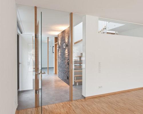 Mittelgroßer Moderner Eingang Mit Weißer Wandfarbe, Korridor, Einzeltür Und  Glastür In Köln