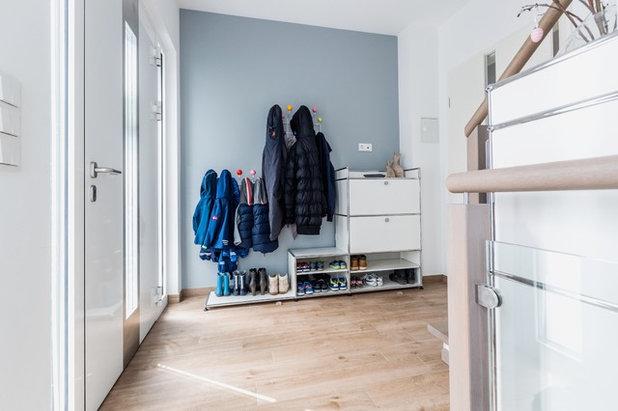 Skandinavisch Eingang by Quadrat Einrichtungen GmbH