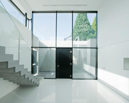 Inspiration Für Geräumige Moderne Eingänge Mit Foyer, Weißer Wandfarbe,  Einzeltür, Schwarzer Tür Und
